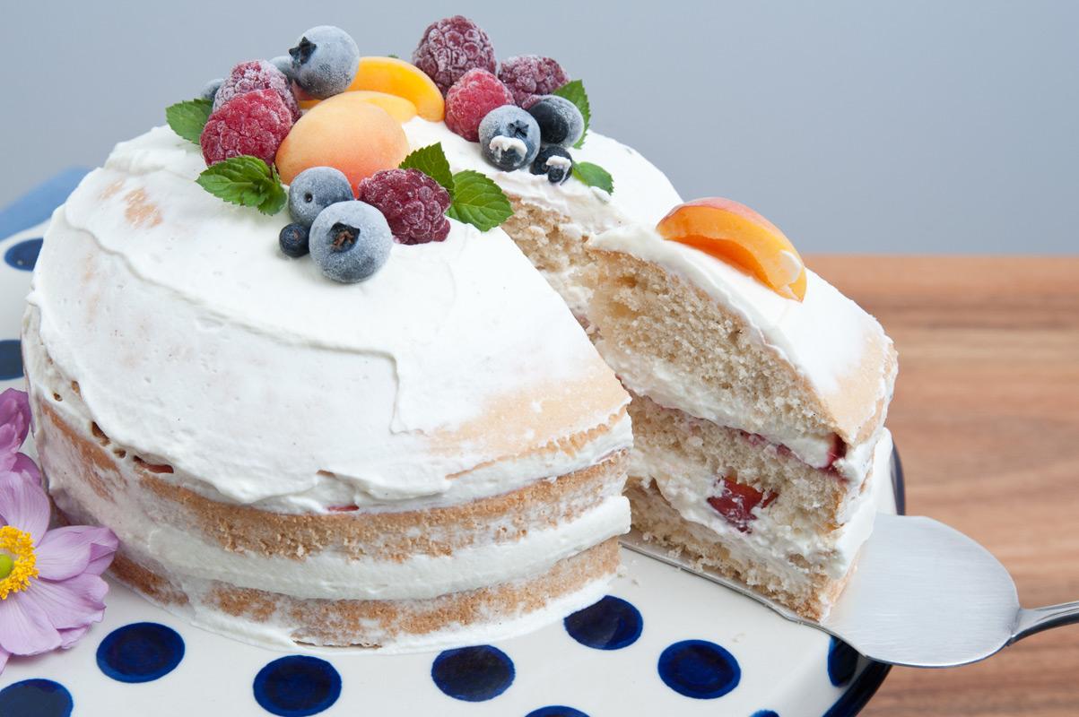 Biskuit Kuchen naked cake mit Dinkelmehl