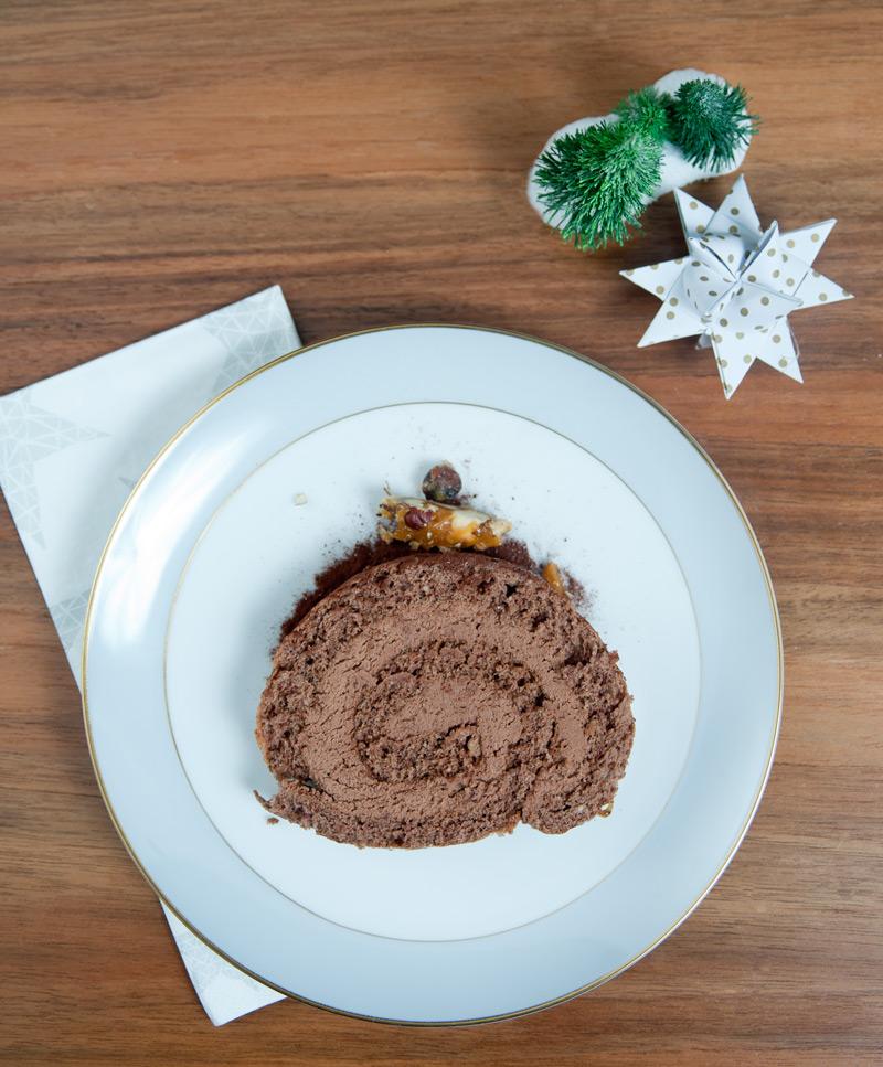 Schokoladen Haselnuss Biskuit aus Dinkelmehl mit Schokoladen Füllung