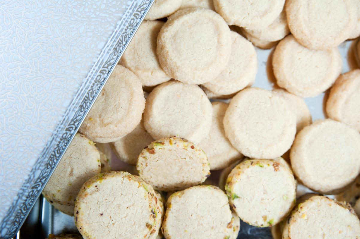 Kekse Plätzchen mit Pistazienrand und Dinkelmehl