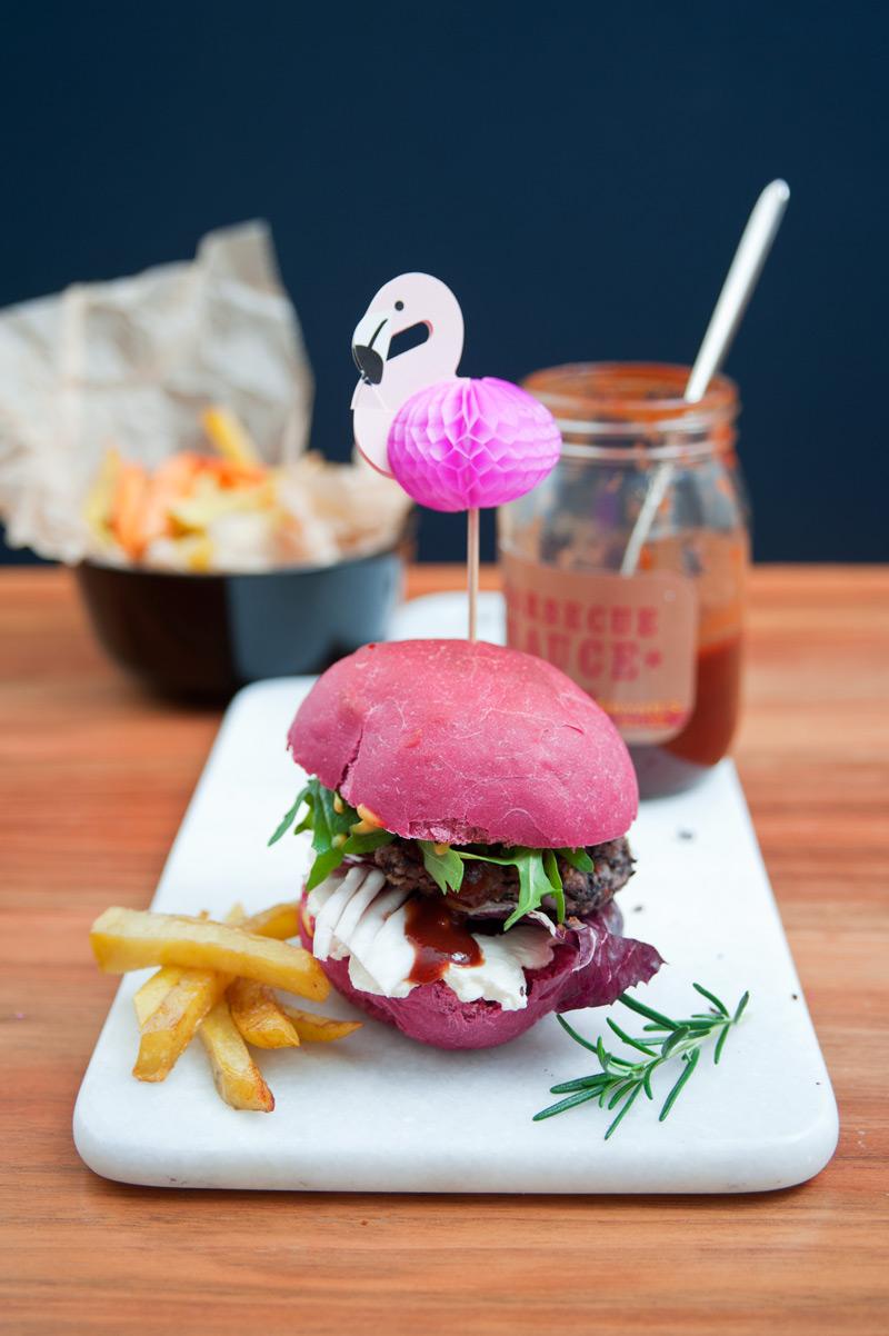 Leckere Burger Buns mit Rote Beete und Dinkel Mehl