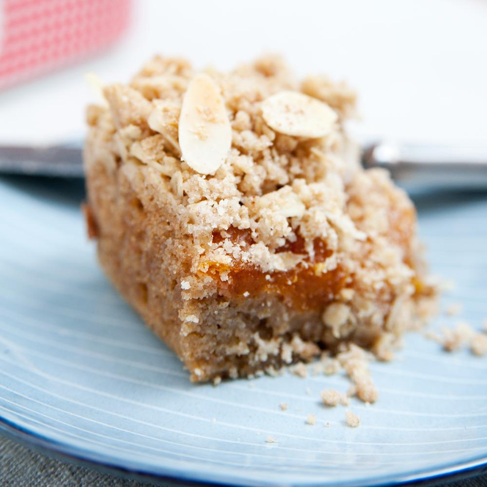 Ein einfaches und schnelles Rezept für Aprikosen-Vollkorn-Kuchen mit Streuseln