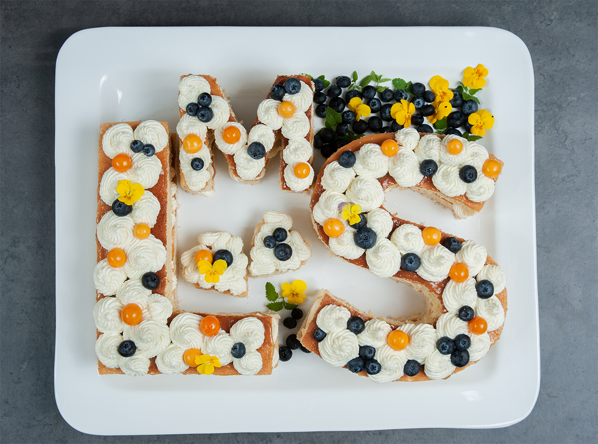 Letter Cake mit Biskuitkuchen